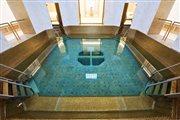 roal palace tort bazén